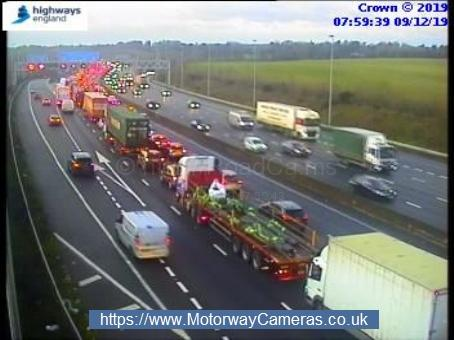 Queuing traffic on M25 at Maple Cross. Credit: Highways England