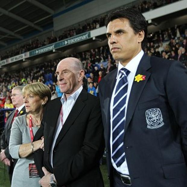 Chris Coleman (right) with Gary Speed's mother and father
