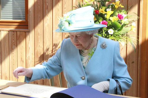 Queen's Jubilee portrait competition - vote now