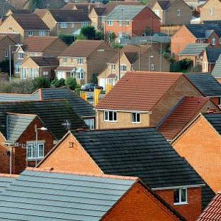 Increase in number of people with jobs claiming housing benefit