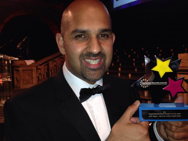 Asif with his award