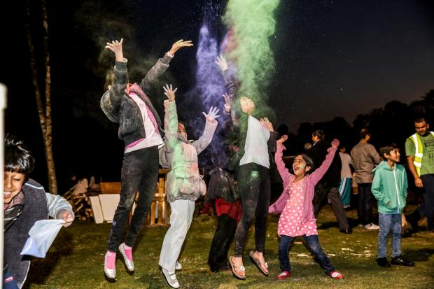 Thousands enjoy temple's Holi festival